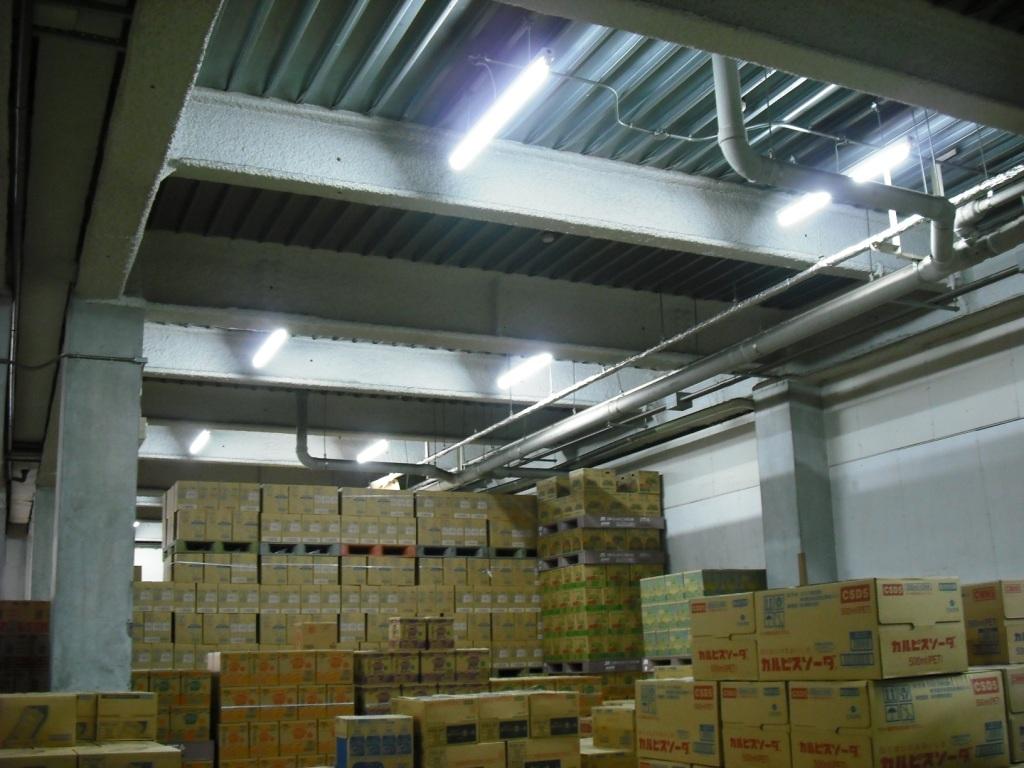 倉庫照明取替後 直管型LED